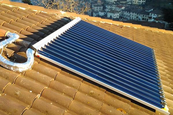 Installazione pannelli solari su abitazione