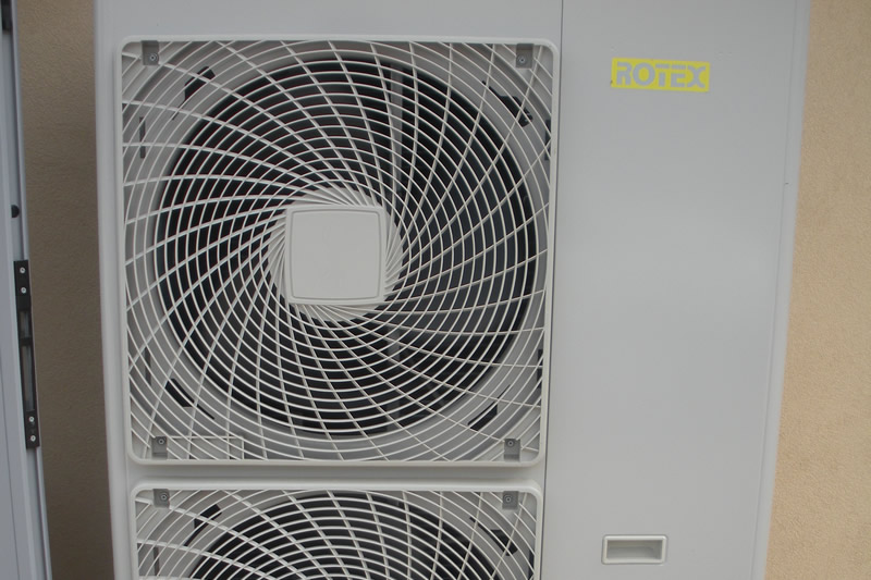 Pompa di calore per il riscaldamento e raffrescamento ambienti